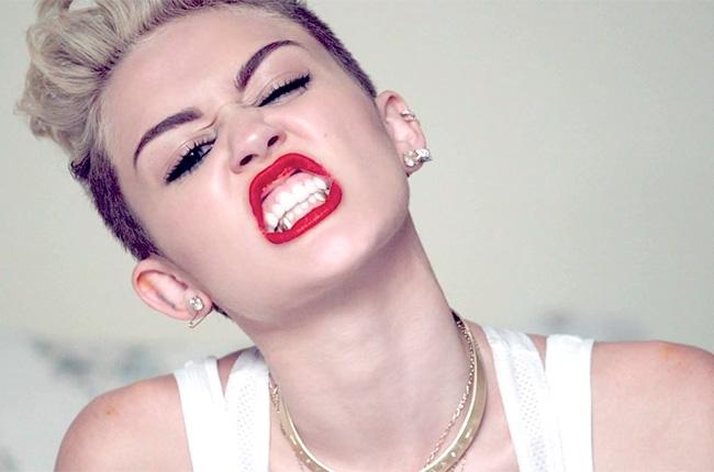 Photo of Miley Cyrus lança vídeo demasiado ousado