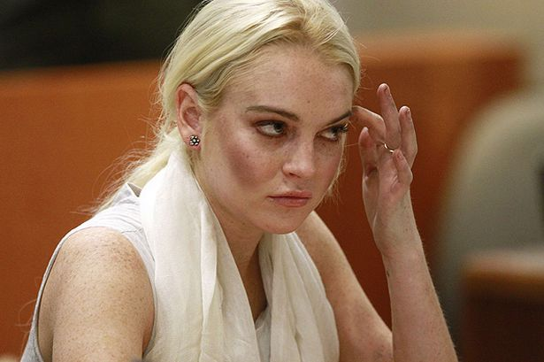 Photo of Lindsay Lohan poderá fugir para o Mónaco para evitar ser presa