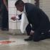comer-chão-metrô-aspirador-limpeza