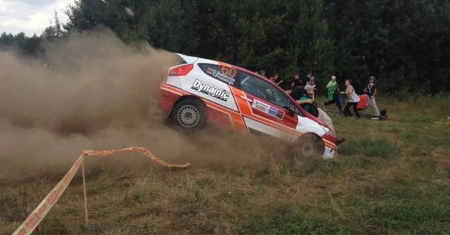 Photo of Carro de Rally apanha dois homens!