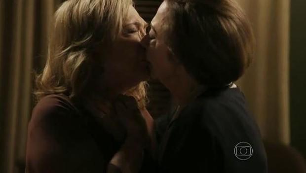 Photo of Beijo gay em novela da Globo faz polémica no Brasil
