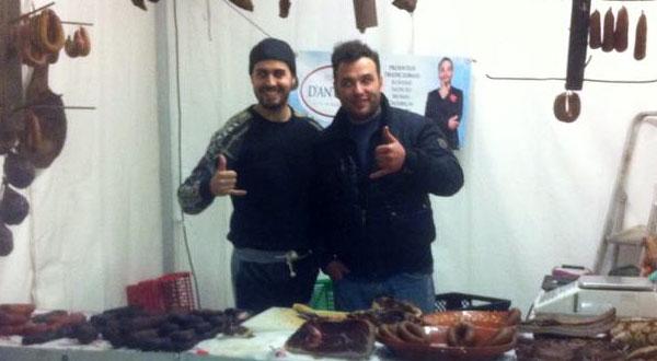 """Photo of Rúben Nave filmado a vender chouriças com o """"amigo"""" António"""