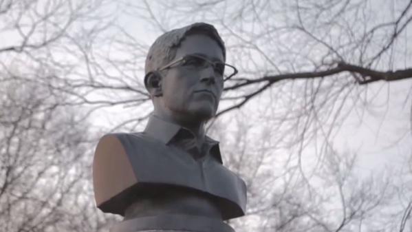 Photo of Estátua de Snowden surge às escondidas num parque em Brooklyn