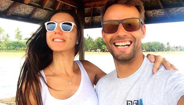 Photo of Kelly Baron e Pedro Guedes de férias com tudo pago.. às custas dos fãs!