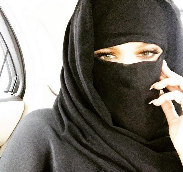 Photo of Kloe Kardashian envolvida em nova barraca nas redes sociais por usar burca islâmica