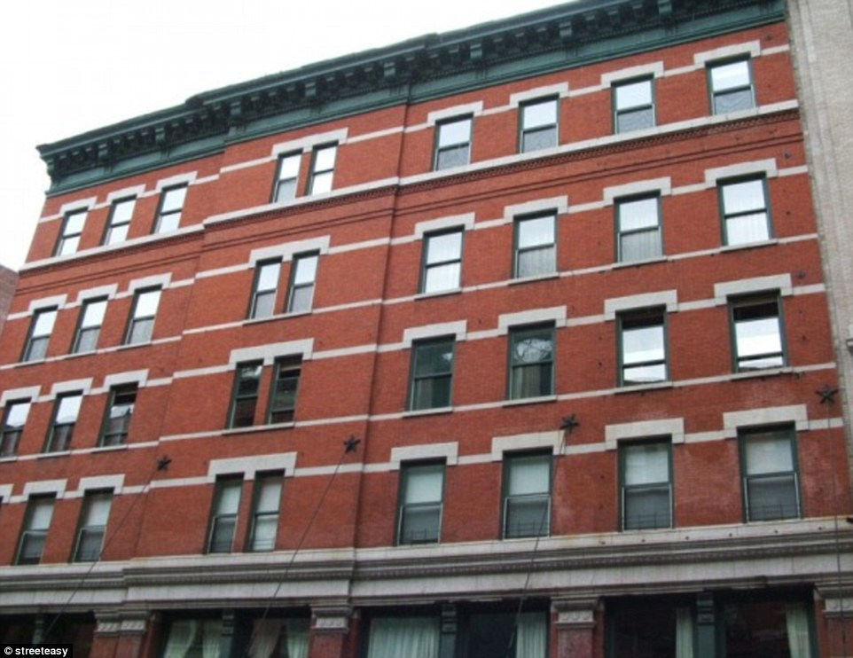 2B00E7A200000578-3181970-Settled_in_The_25_year_old_purchased_the_Tribeca_penhouse_in_Mar-a-7_1438400000856