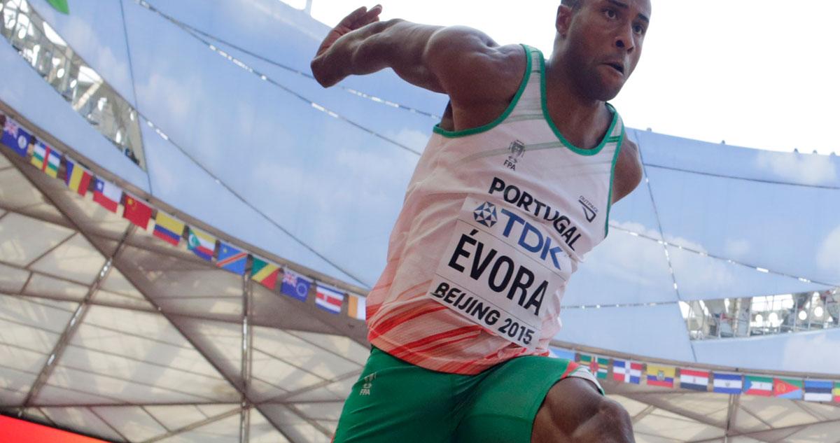 Photo of Cláudio Ramos elogia 'atributo físico' do Nelson Évora