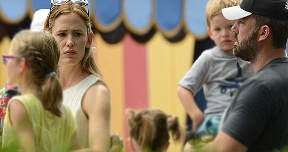 Photo of Ben Affleck e Jennifer Garner vão à Disney World meio aziados