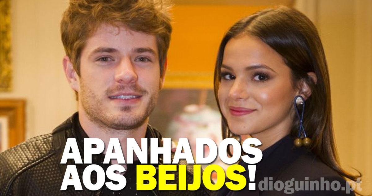 Photo of Bruna Marquezine apanhada aos beijos com Maurício Destri