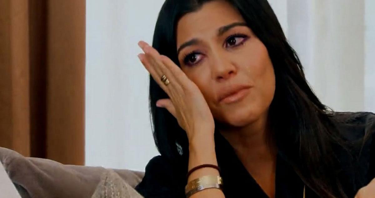 Photo of Kourtney Kardashian apanhada a chorar porque foi traída