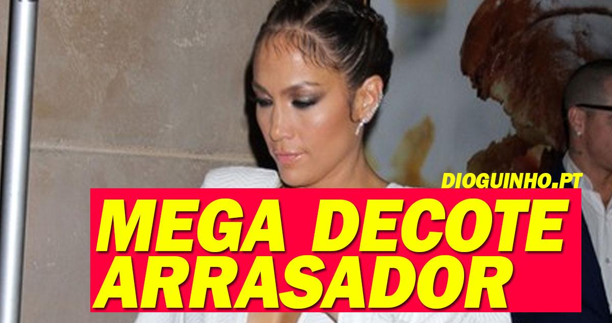 Photo of Jennifer Lopez usa mega decote como a filha do Mourinho e ARRASA!