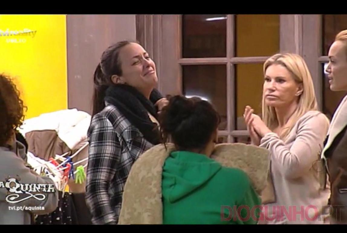 Photo of Filhas de Marta Cruz vão gritar à «casa» e ela desfaz-se em lágrimas