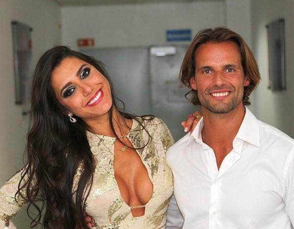 Photo of Kelly Baron e Pedro Guedes anunciam que estão noivos!