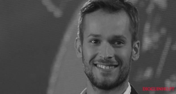 Morreu o cantor Élvio Santiago