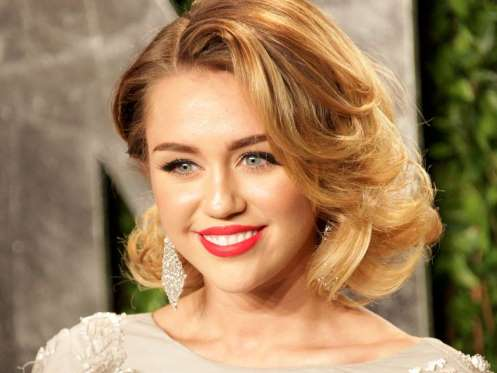 Photo of Ainda te lembras de Miley Cyrus com roupa?