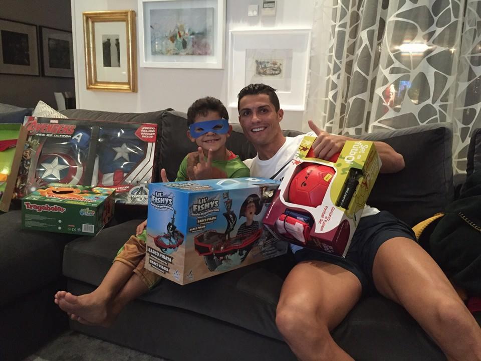 Cristiano Ronaldo criticado pelas prendas do filho