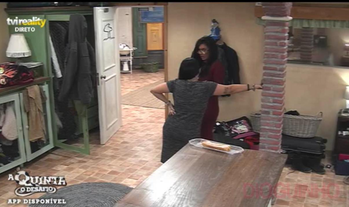 Photo of Jéssica Maria agora vai lavar a loiça, e aziou com a Gisela