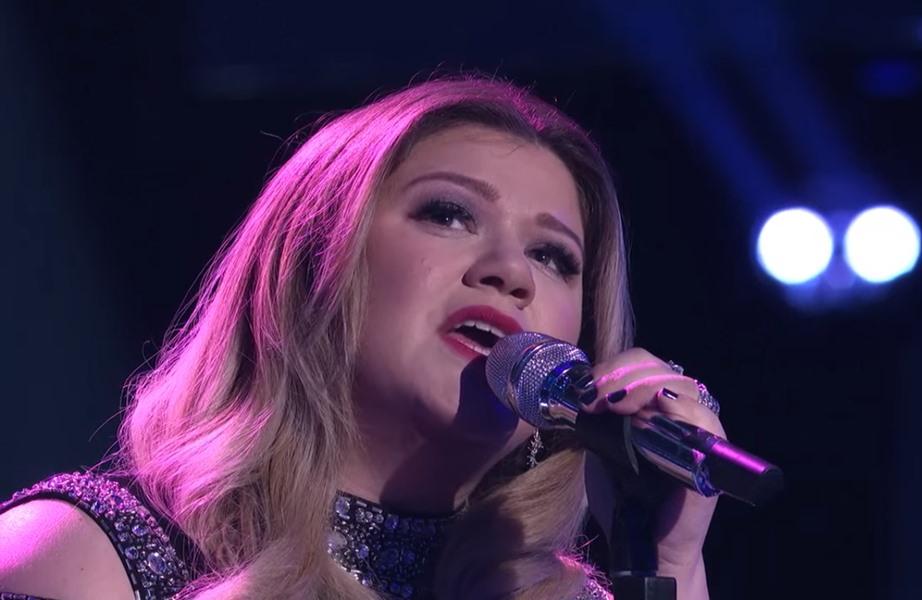 """Photo of Kelly Clarkson chora e faz chorar todos em actuação no """"American Idol"""""""