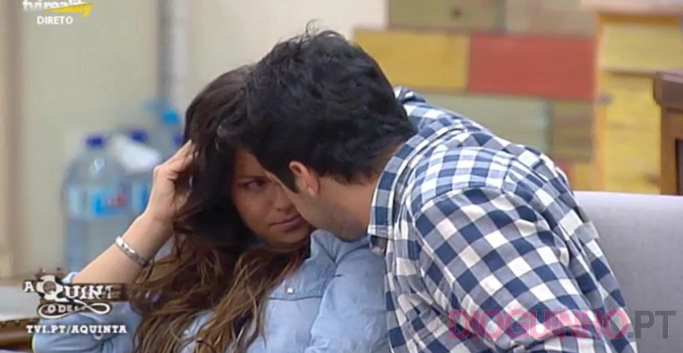Photo of Luís Nascimento tenta beijar novamente a Angélica
