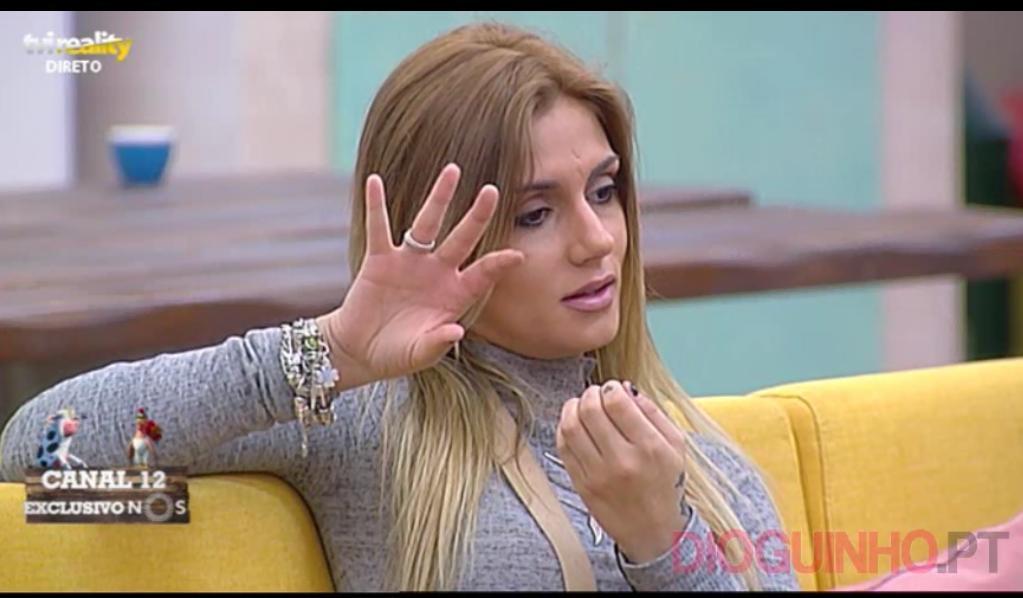 Photo of Liliana aziou com jogo da VOZ. A quem davam um beijo na boca e uma palmada
