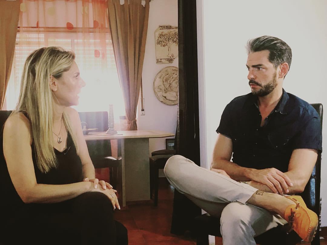 Photo of Paula Marcelo dá entrevista ao Jornal Rosa