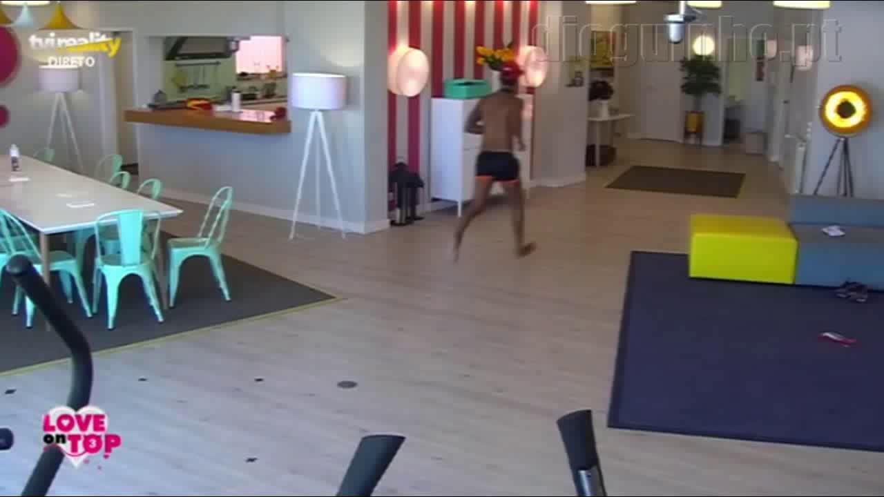 Photo of Gritam para a «casa» e Bruno Esteves tenta saltar a cerca para agredir