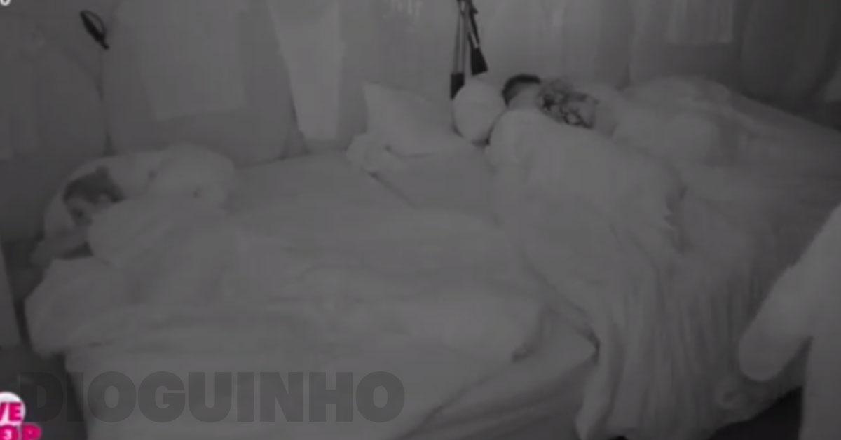 Photo of Rui adormece Andreia Silva com muitos miminhos