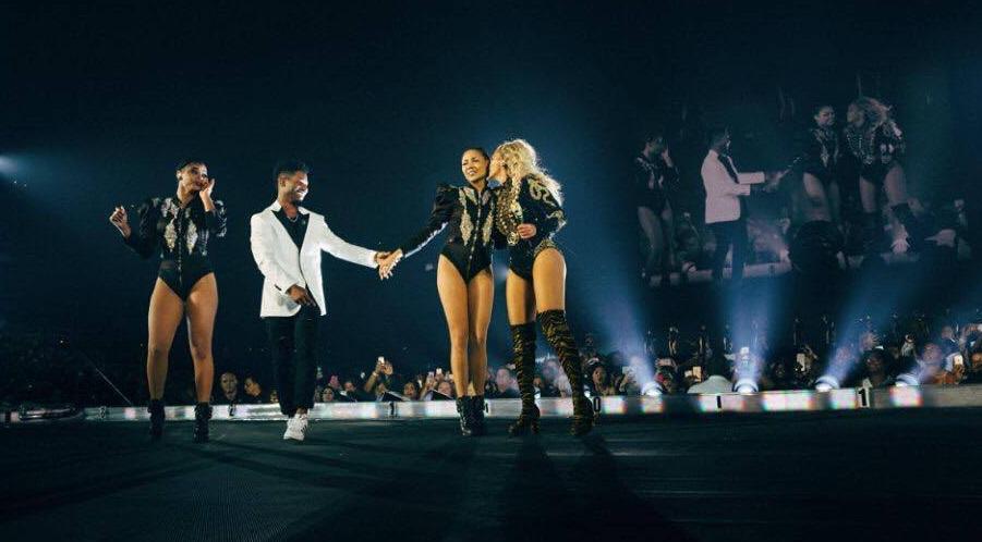 """Photo of Beyoncé interrompe """"Single Ladies"""" para bailarinha ser pedida em casamento"""