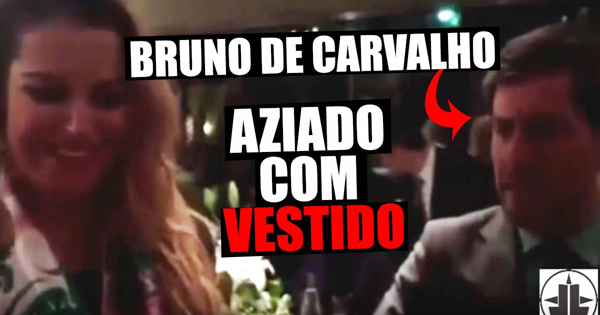 """Photo of Bruno de Carvalho aziado com cor do vestido da tradutora """"O que é essa porcaria?"""""""