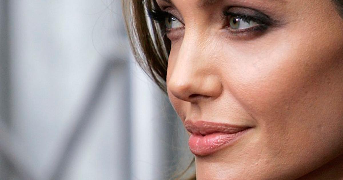 Photo of Angelina Jolie volta aparecer em público e muito sorridente