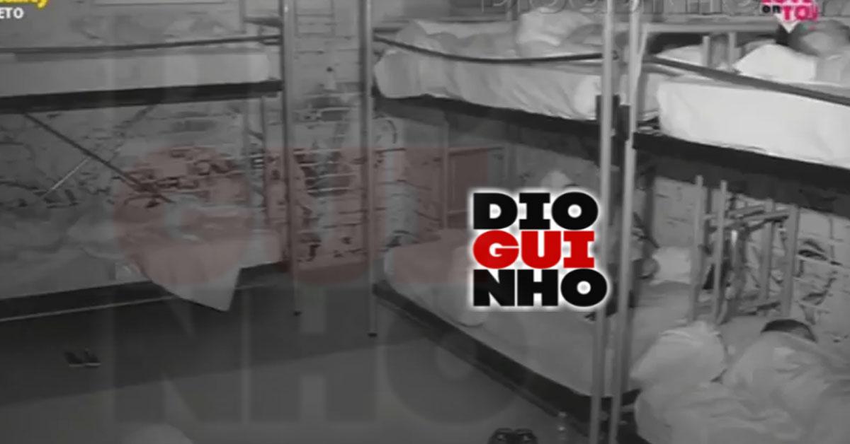 Photo of Fábio Paim dorme nu na «casa» do Love on Top, e mostra demais