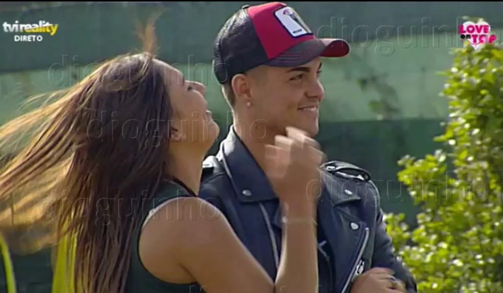 Photo of Girão e Cláudia são namorados… e são rasgados nas costas