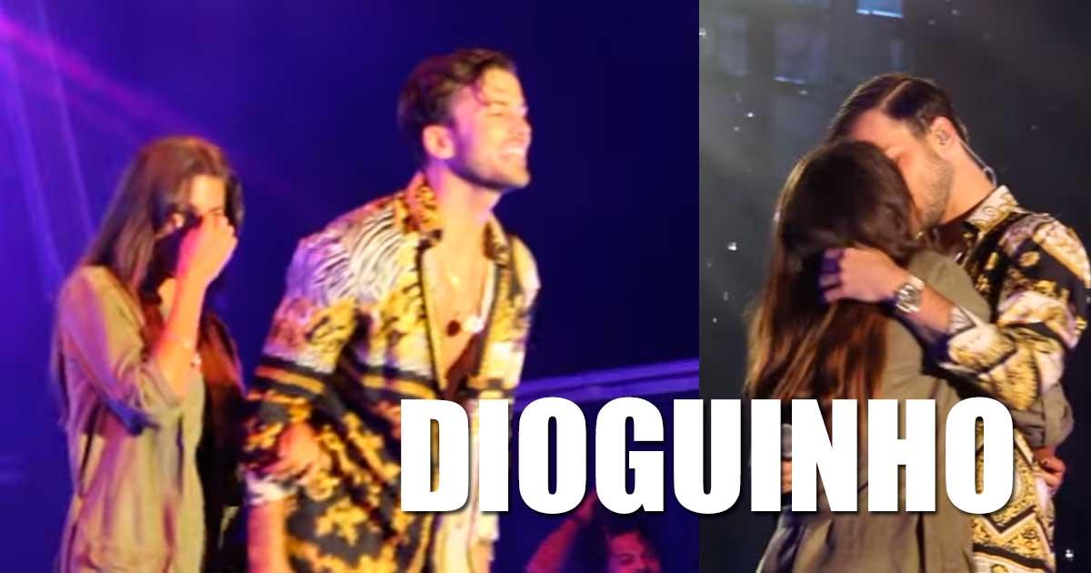Photo of David Carreira chama Carolina Loureiro ao palco e beijam-se!