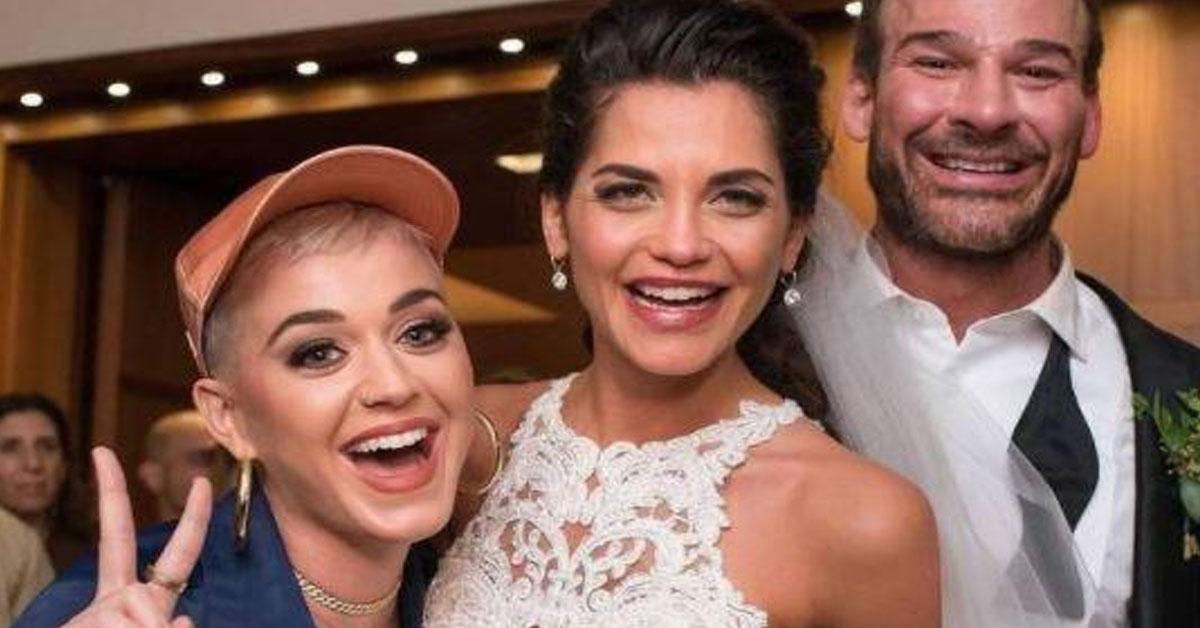 Photo of Katy Perry invade festa de casamento e dança com a noiva
