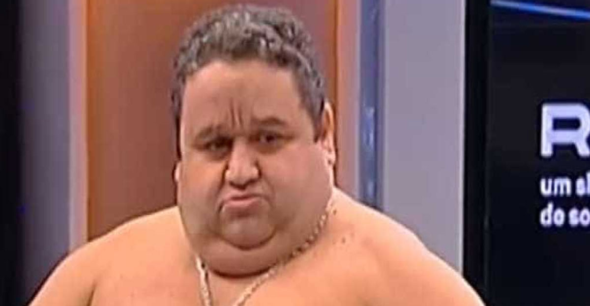 Photo of Fernando Mendes tira a roupa no Preço Certo