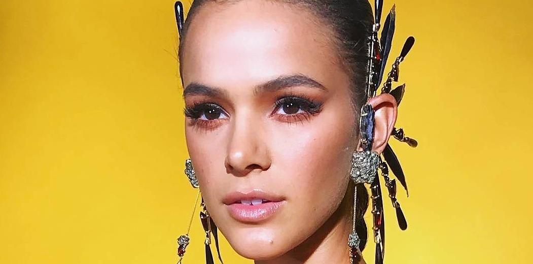 Photo of Bruna Marquezine mostra rabiosque no baile da Vogue