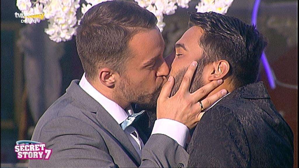 Photo of Tiago e Luan casam-se e beijam-se apaixonadamente!