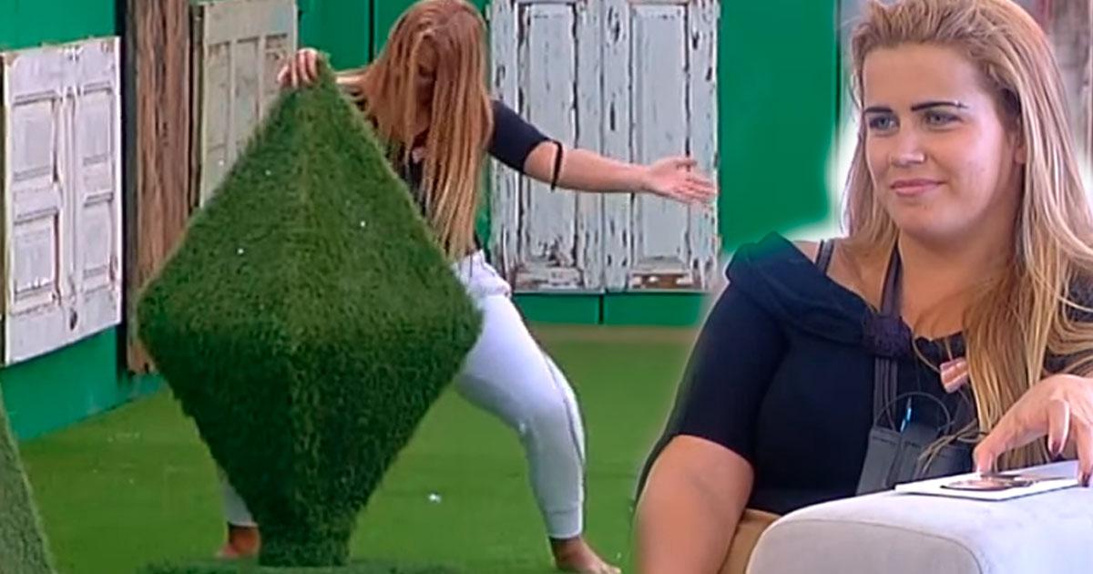"""Photo of Carina anima a casa com o sua """"estranha"""" dança do Créu"""