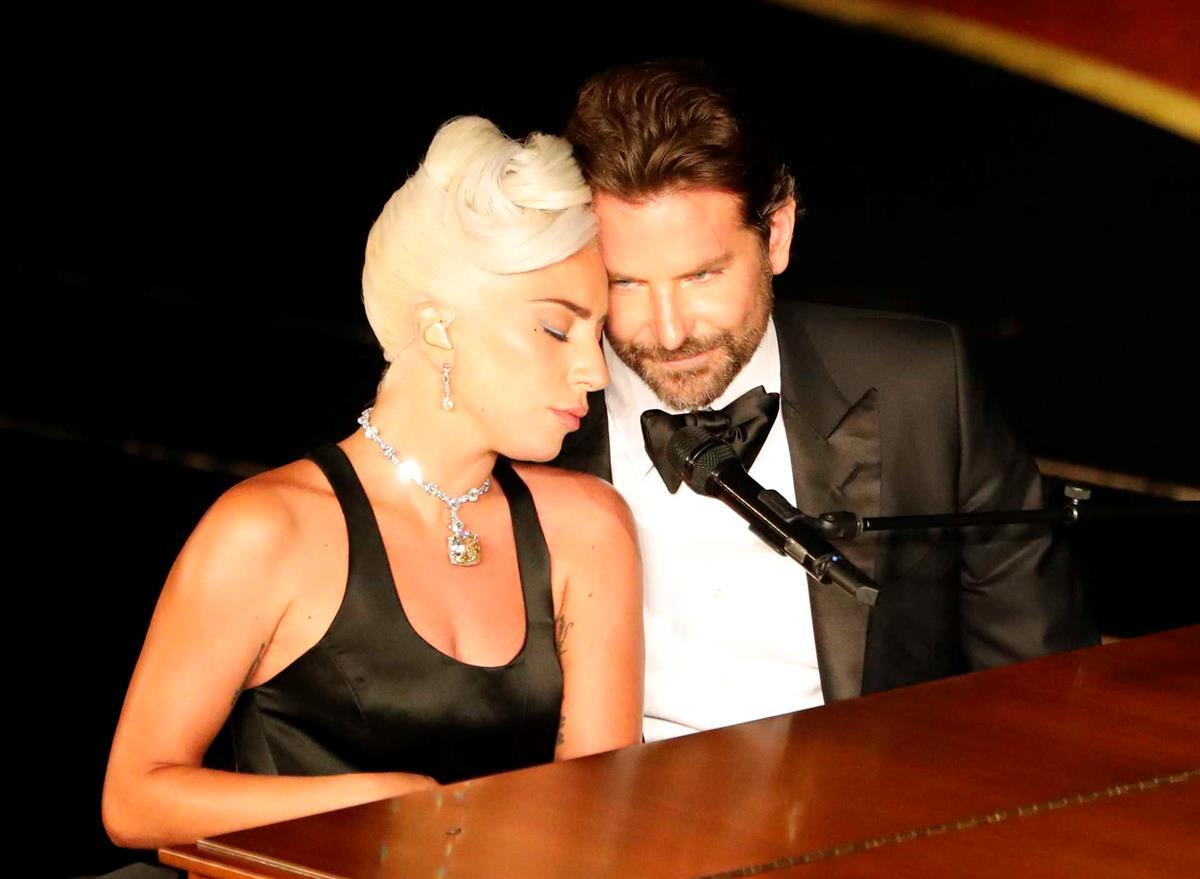 """Photo of Lady Gaga e Bradley Cooper andam ENROLADOS? """"Enganámo-vos"""", diz cantora"""