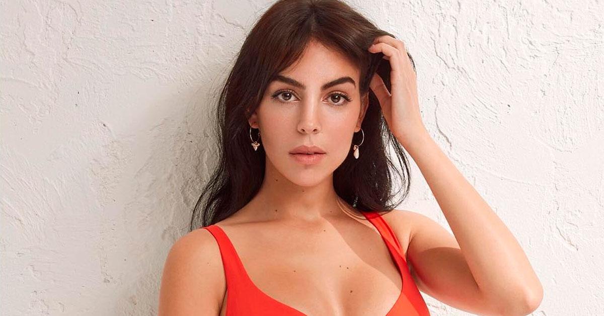 Photo of Georgina Rodríguez com DECOTE generoso em fotografia levanta suspeitas. Silicone?