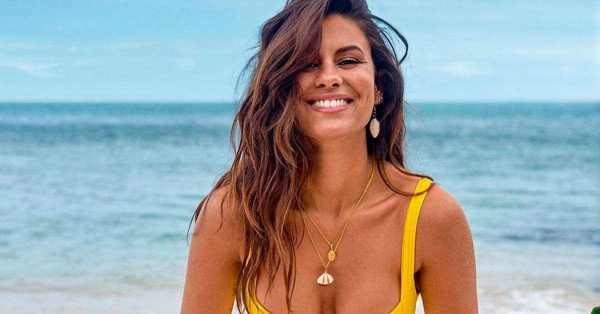 Photo of Carolina Loureiro ARRASA com pouca roupa