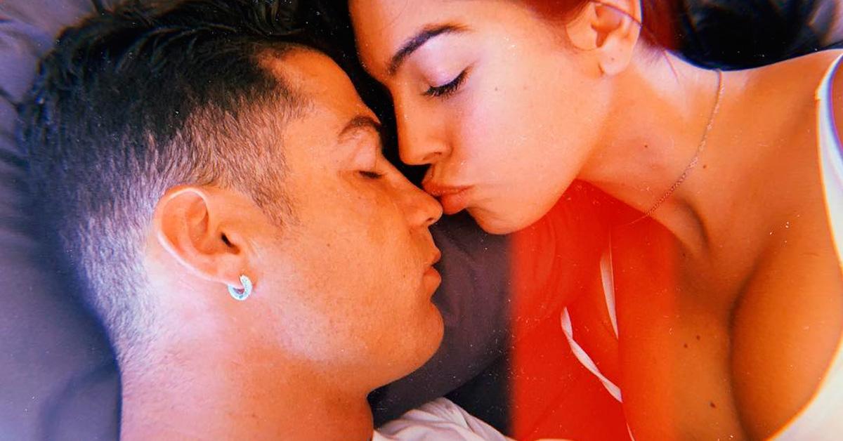 Photo of Cristiano Ronaldo e Georgina Rodriguez dormem em colchão de 35 mil euros