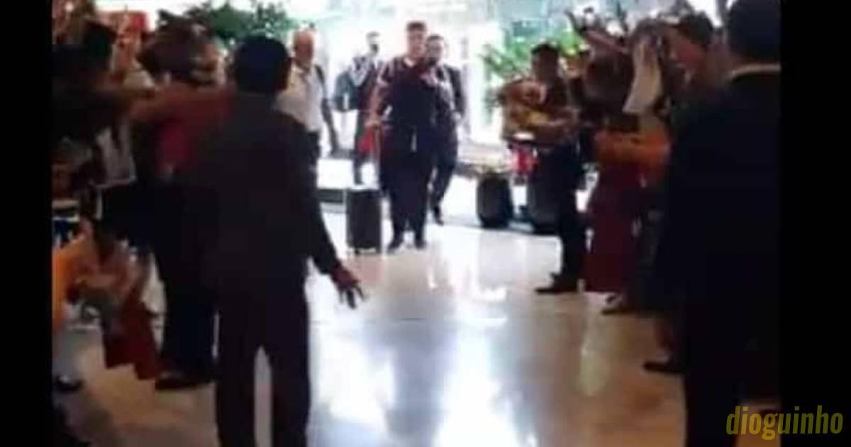 Photo of Ronaldo já está em Singapura e ficou tudo histérico