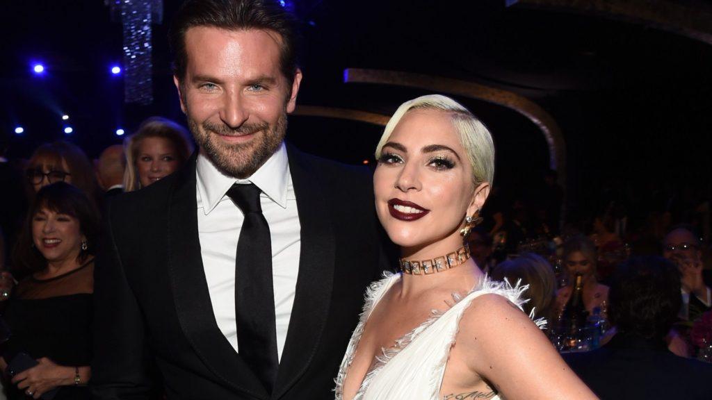 Photo of Bradley Cooper e Lady Gaga fotografados a jantar juntos