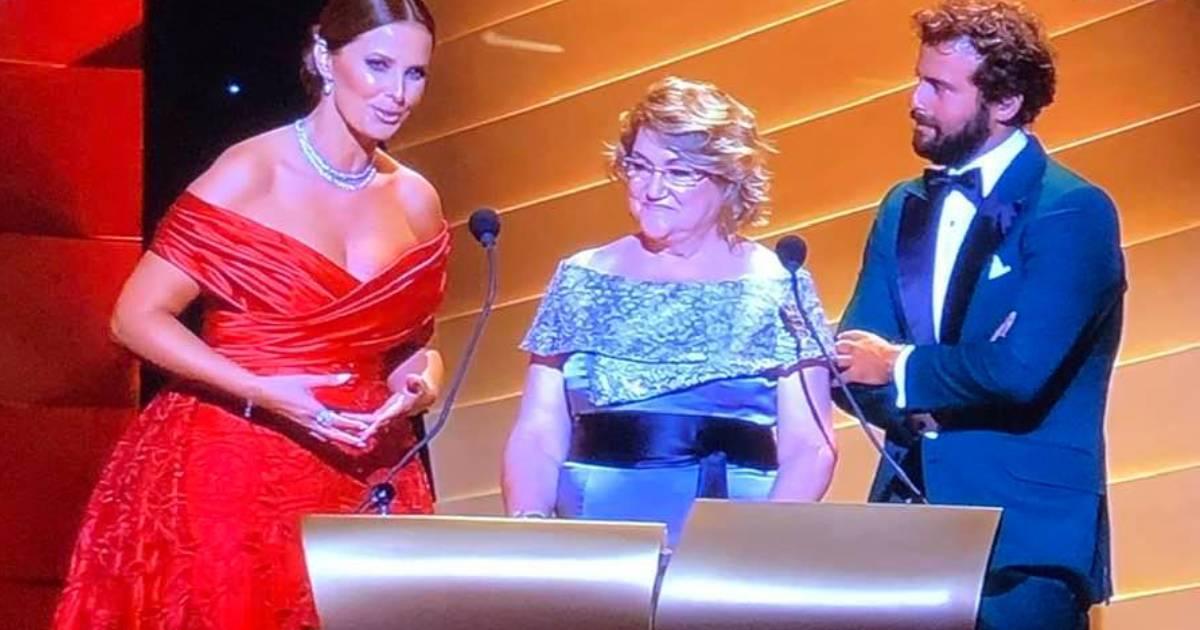 Photo of Globos de Ouro 2019: Cristina Ferreira faz história.. fica a conhecer a Dona Elisa