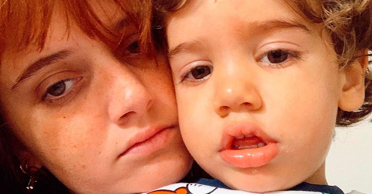 Photo of Filho de Carolina Deslandes no hospital com febre altíssima