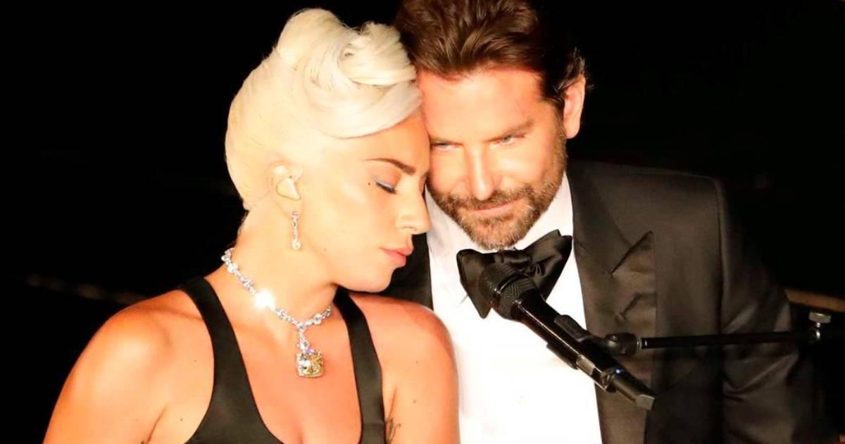 Photo of Lady Gaga apanhada aos beijos com homem misterioso