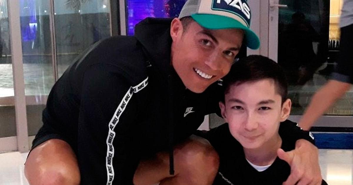 Photo of Cristiano Ronaldo e o filho jogam com jovem amputado das duas pernas