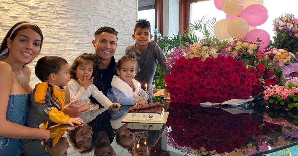 Photo of Cristiano Ronaldo declara-se a Georgina Rodriguez em dia especial