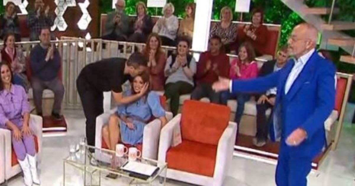 Photo of TVI. Pedro Teixeira beija Manuel Luís Goucha na boca